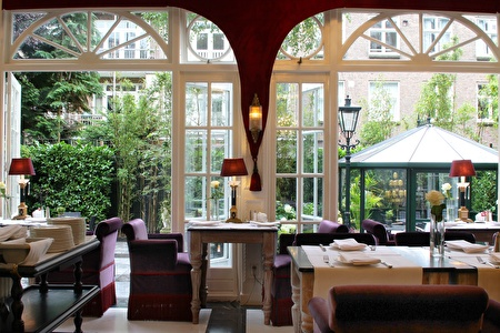 Breakfast room with garden view