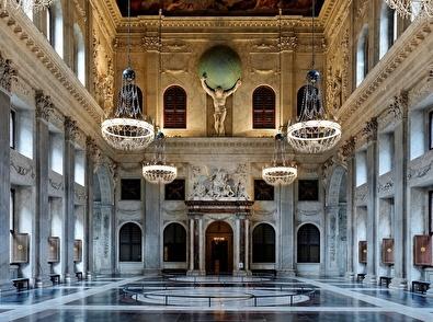 Apollofirst hotelarrangement met diner en Koninklijk Paleisbezoek